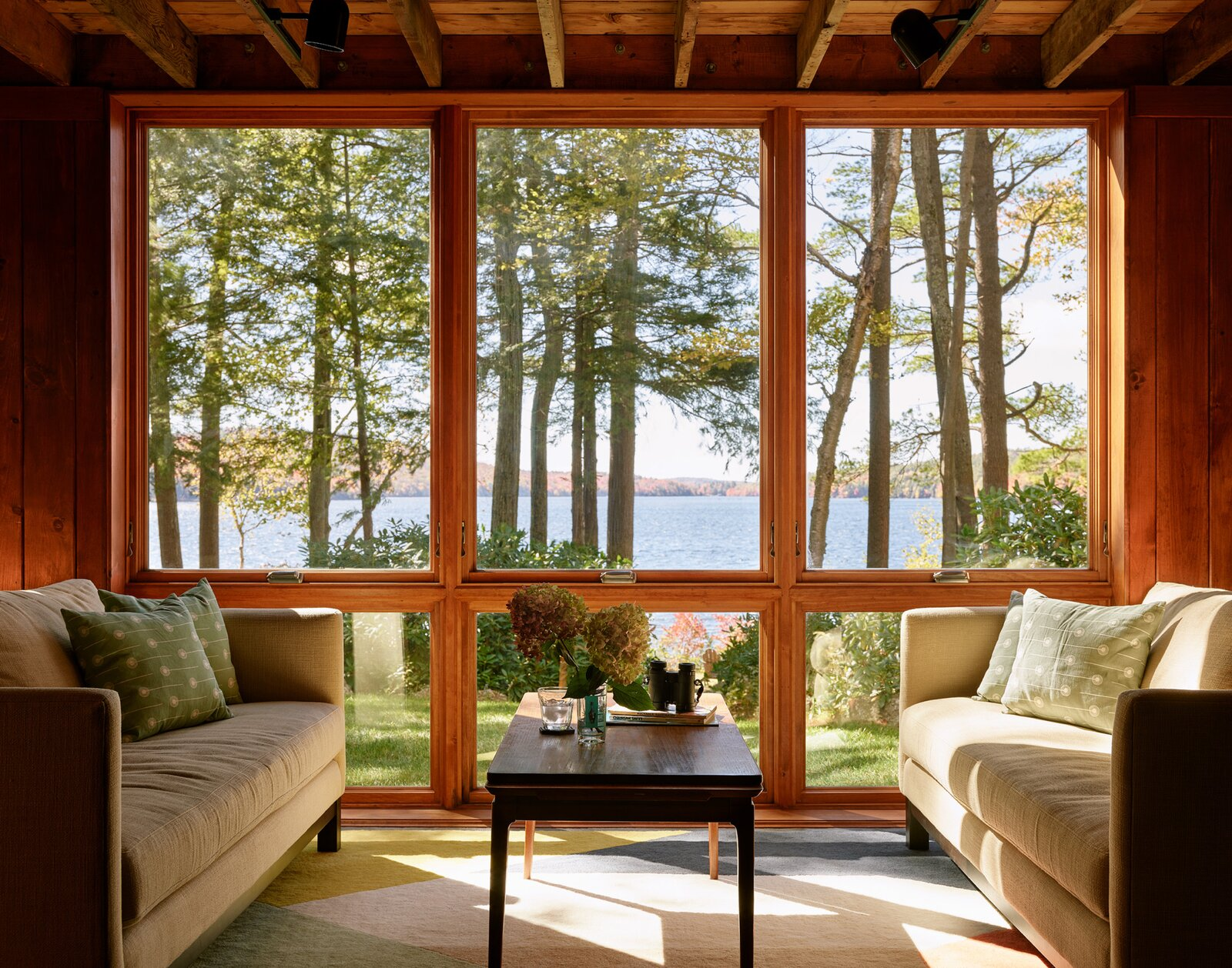 New Hampshire Lake Cabin by KCS Architects living room