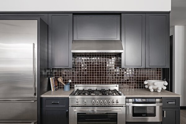 O'Donnell spruced up the kitchen with new cabinet fronts painted black and a glossy chocolate brown backsplash.