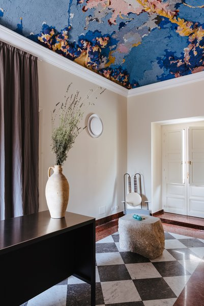 Curator Federica Sala invited young artist Edoardo Piermattei to decorate the apartment with modern frescoes, using traditional techniques.