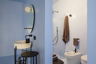 浴室家具由意大利Ex.t品牌提供。