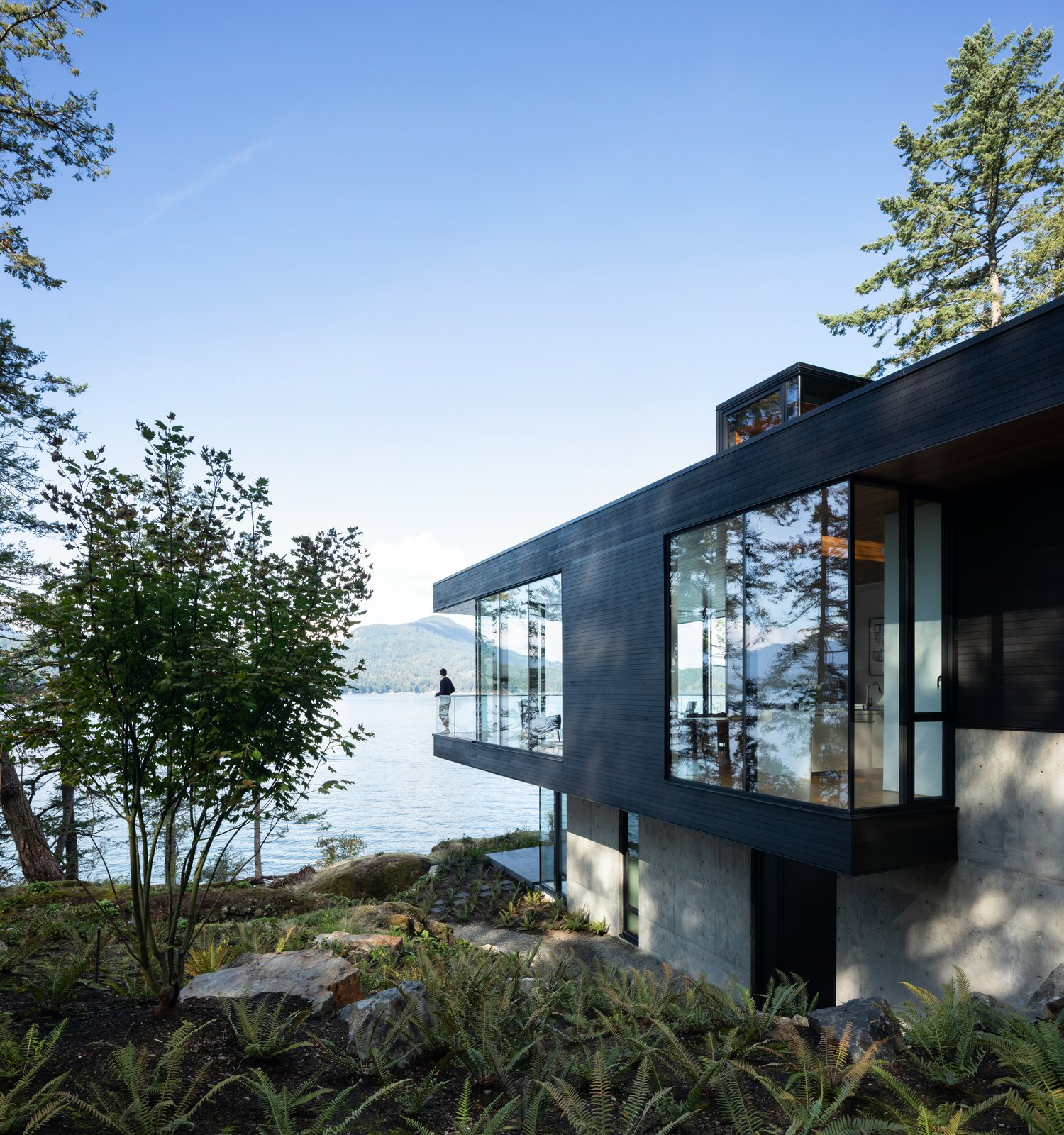 Bowen Island House daytime exterior by office of mcfarlane biggar architects + designers