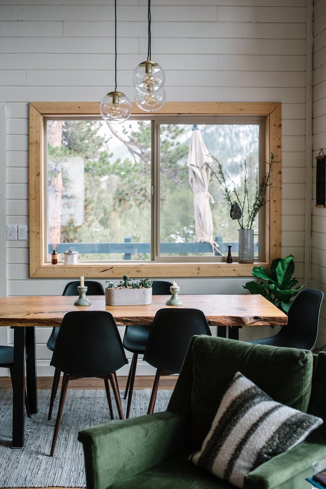 Alpenglow Cabin dining area