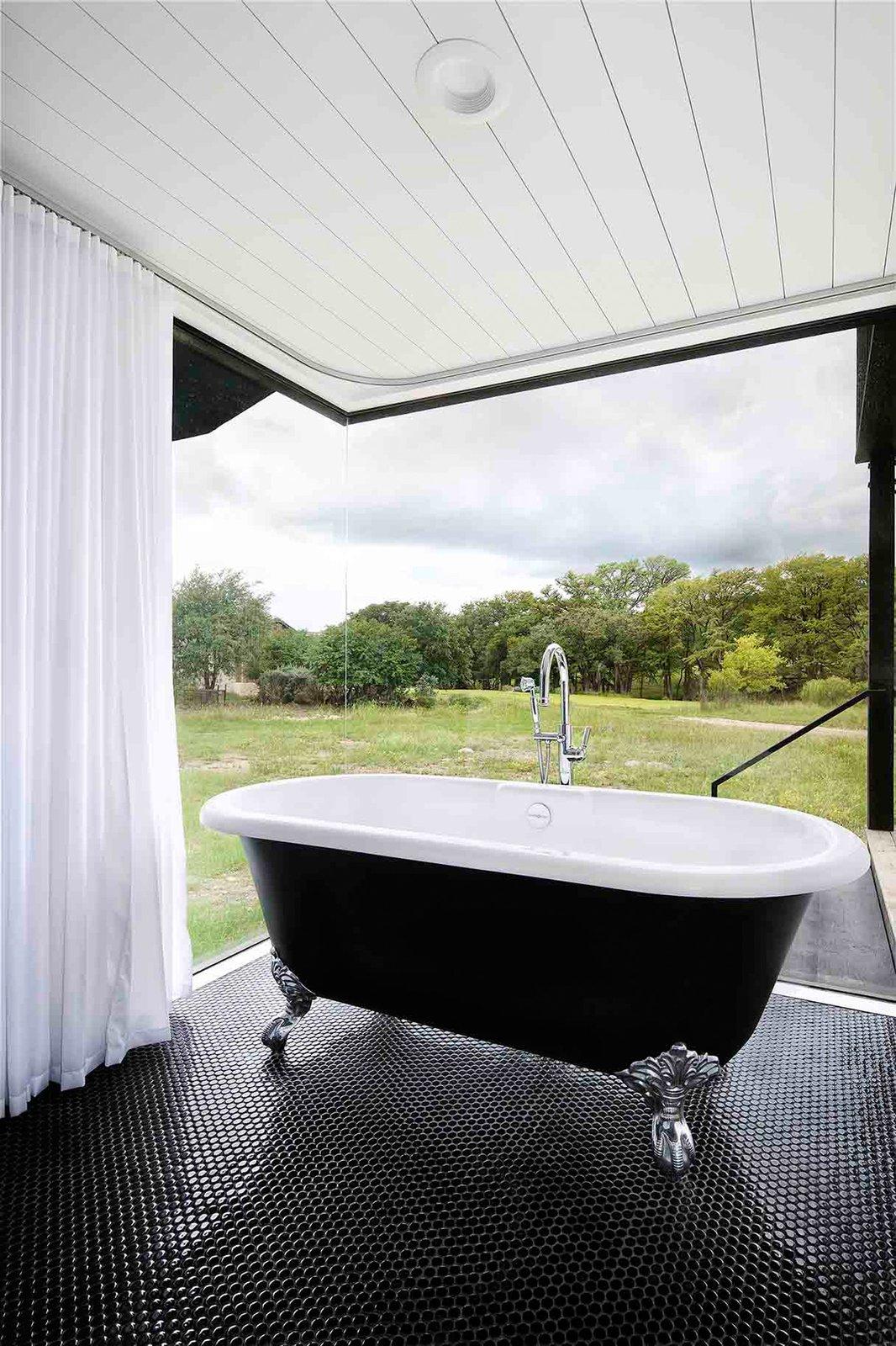 Camp Frio by Tim Cuppett Architects bathroom