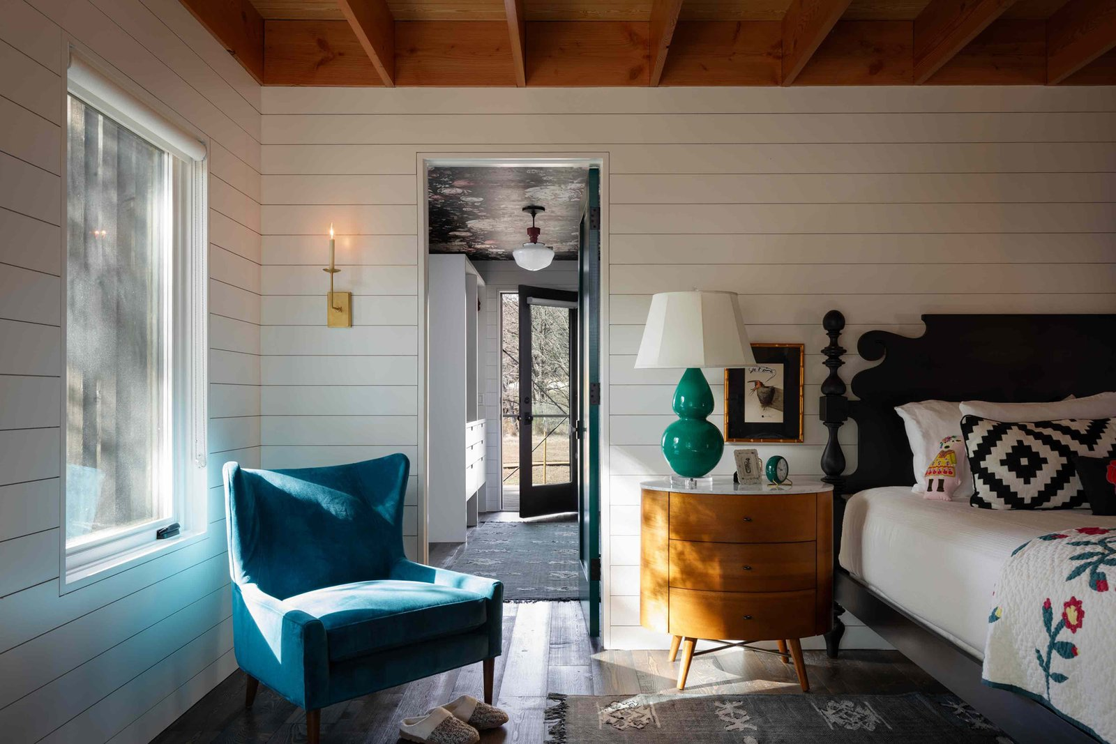Camp Frio by Tim Cuppett Architects bedroom