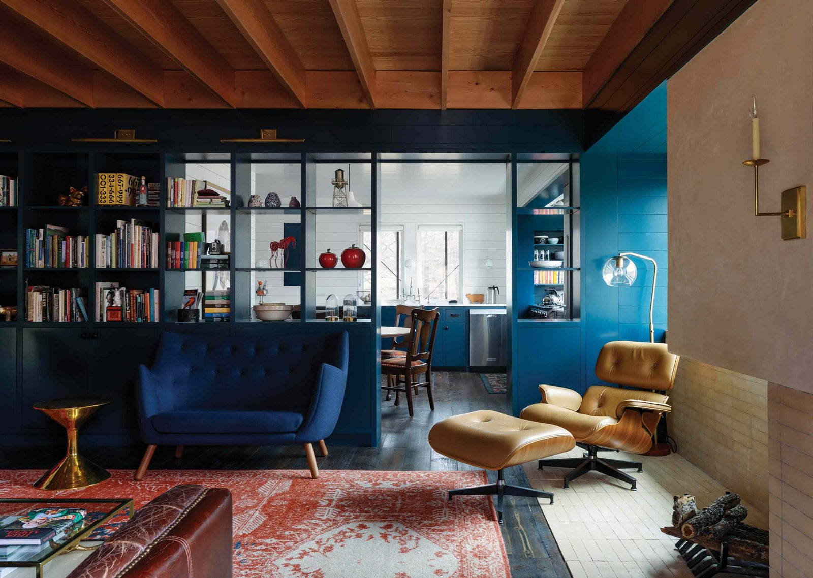 Camp Frio by Tim Cuppett Architects living room