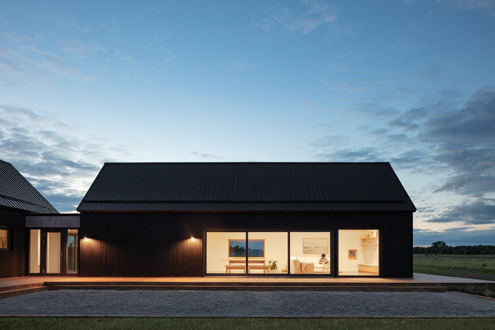 Ravi Handa Architect and AAmp Studio Ell House exterior
