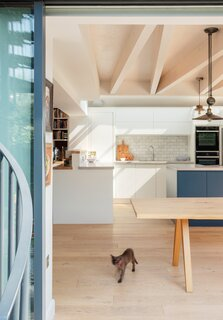 The ceiling's glued laminated timber, or glulam, beams got treated with Osmo oil to temper the yellowish tone. (The couple's cat, Zinzan, is named after the captain of the All Blacks, New Zealand's national rugby team.)