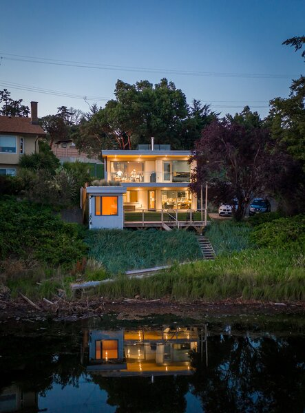 Situated just 10 minutes from downtown Victoria, British Columbia, the waterfront property offers access to nature and urban life.