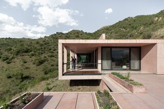 """A Pink Concrete House in Argentina Offers """"a Window to the World"""""""