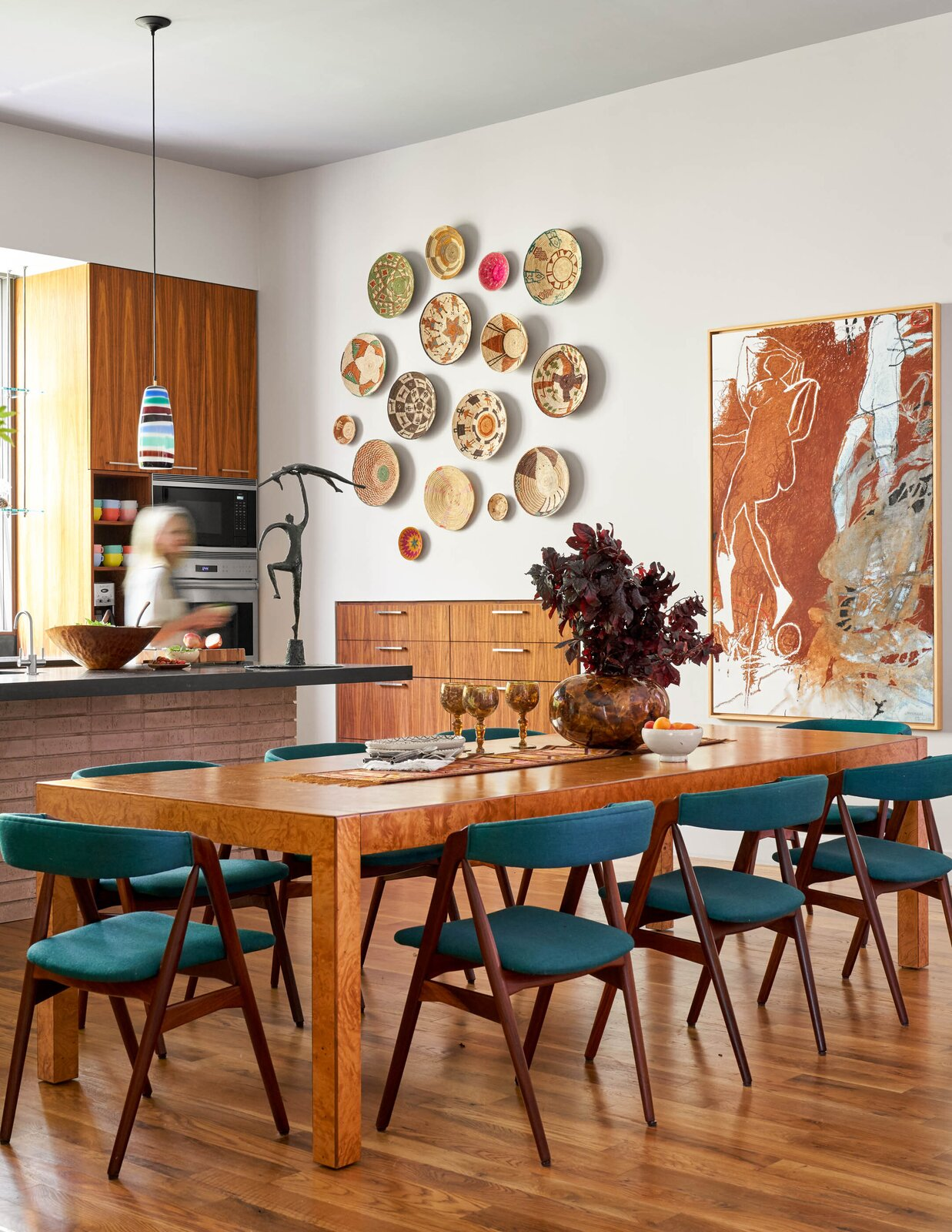 Kitchen and dining area in the River House 2 by Bentley Tibbs Architect