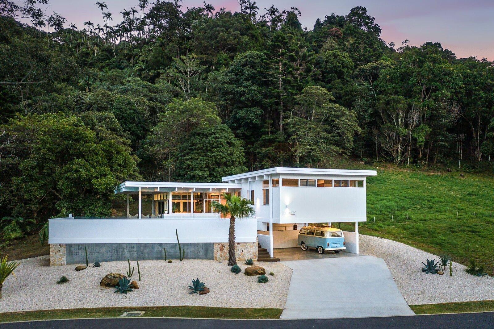 An Australian Family's Dream Home Celebrates Mies van der Rohe Down Under