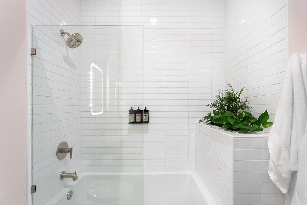 hemlock house bathroom