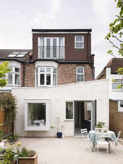 A Glowing Extension Fills a London Victorian With Sunlight and Garden Views