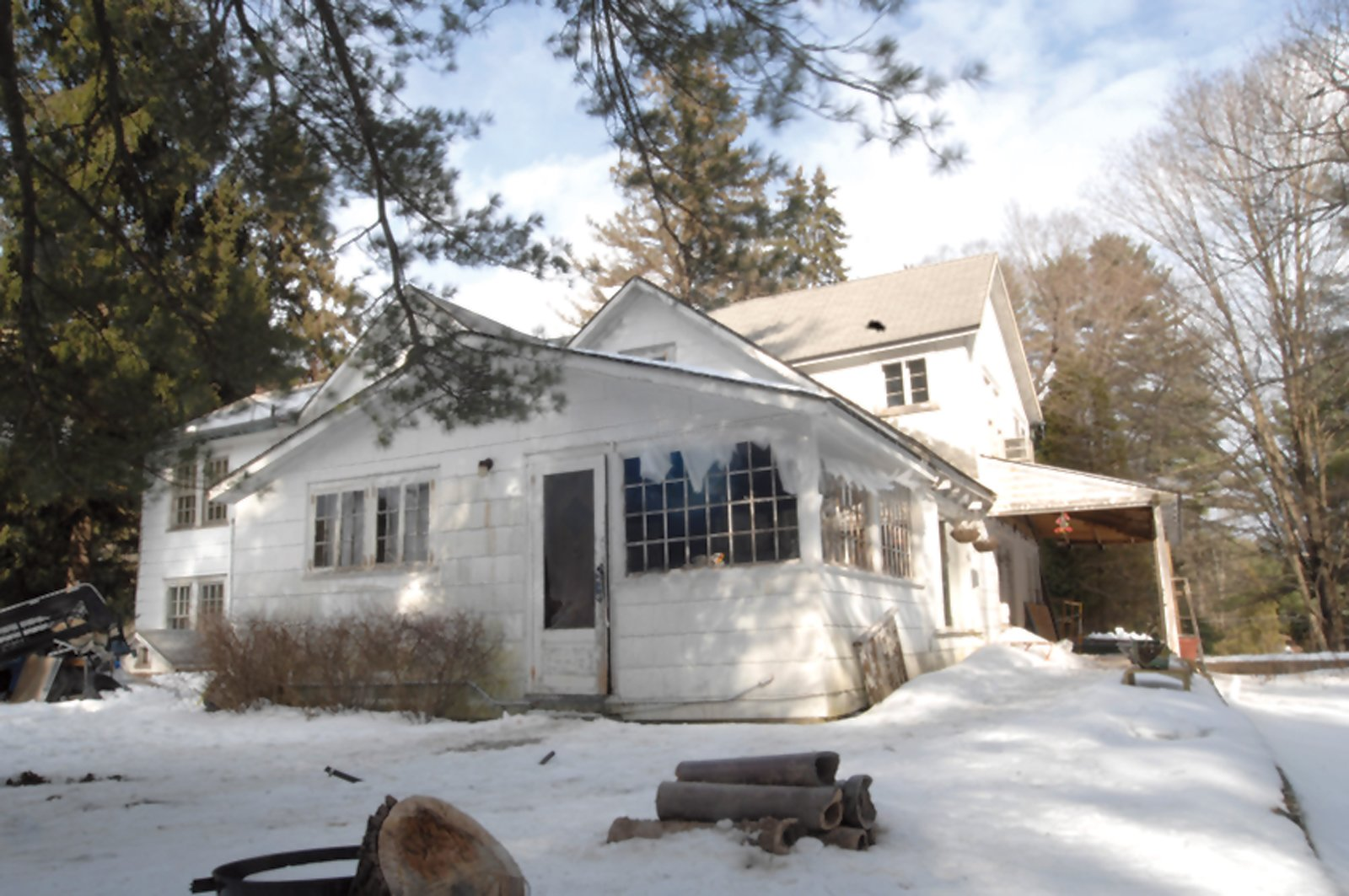The original 1820s farmhouse.  Photo 6 of 12 in Hope Floats