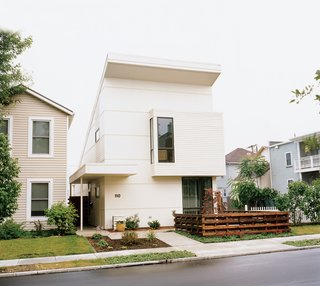 """When retired couple Peter and Joan Bracher decided to relocate, they broke with the usual city-to-suburb relocation pattern of most retirees. Instead, they moved to the center of Dayton, Ohio, 50 miles north of Cincinnati, where they built what is """"by far the most avant-garde-looking house in the downtown area."""""""