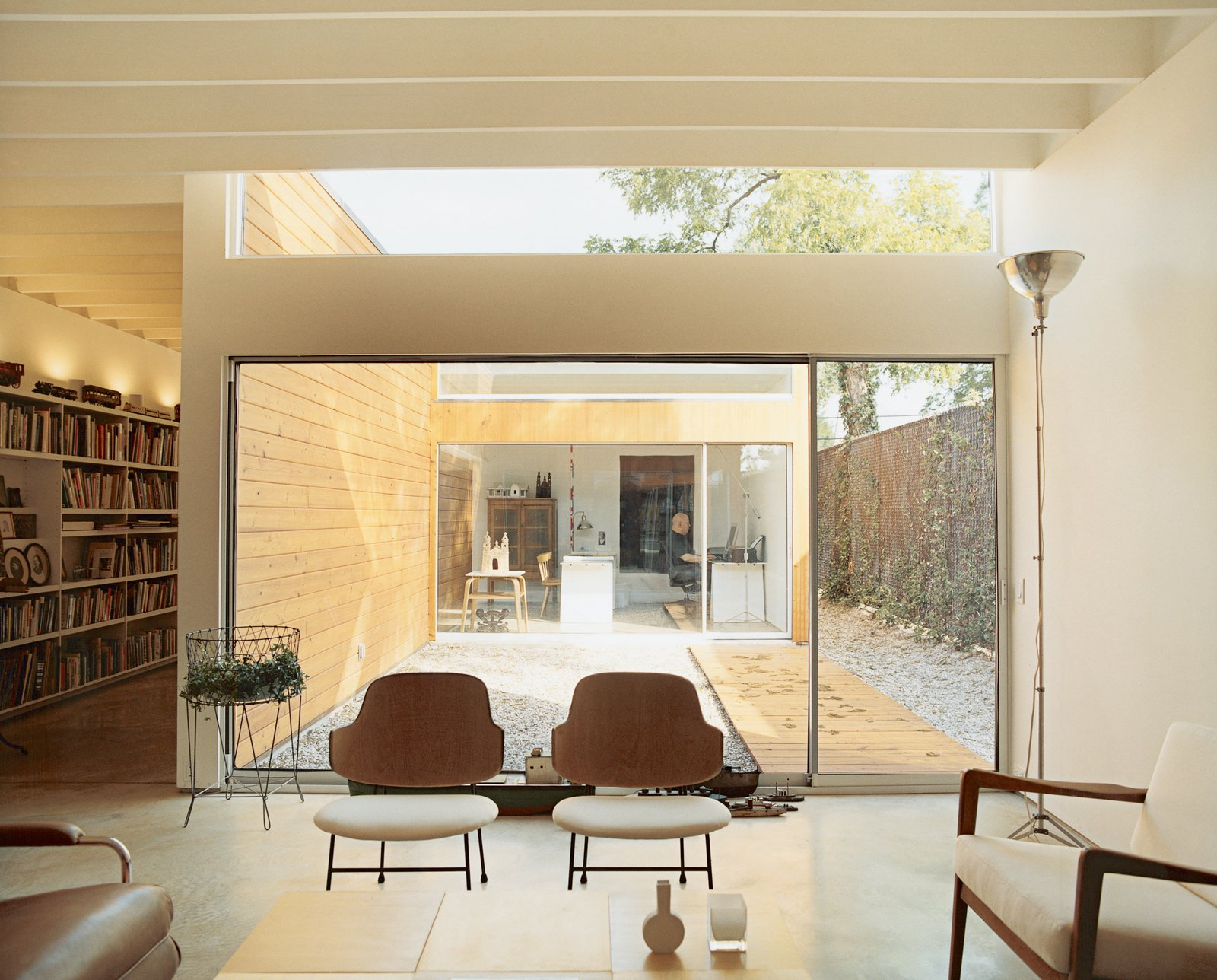 """The house is organized around three courtyards. The largest serves as an outdoor room between the living space and Baum's office, which he calls the """"flex room.""""  Photo 7 of 9 in Bringing Families Back to Downtown Dallas"""