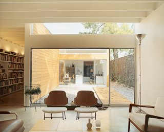 """Bringing Families Back to Downtown Dallas - Photo 7 of 9 - The house is organized around three courtyards. The largest serves as an outdoor room between the living space and Baum's office, which he calls the """"flex room."""""""