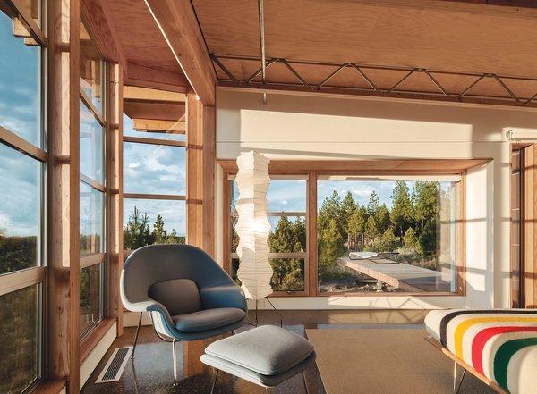 Design Classic: Eero Saarinen's Womb Chair