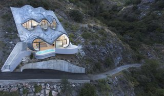 9 Stunning Examples of Homes Built on and Around Cliffs - Photo 5 of 9 -
