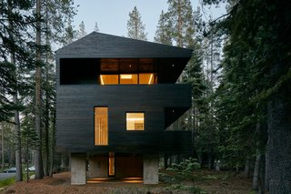 """Taking inspiration from Arlberg Valley, Austria to classic Nordic materials, the Troll Hus certainly adds a European touch to the California landscape. """"The inspiring concept is that of a treehouse that, as if suspended between treetops, seamlessly and ingeniously blends with its surroundings."""" Casper says."""