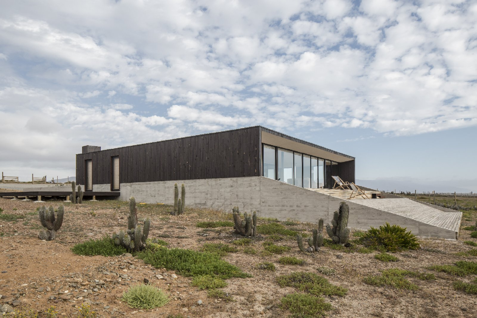 An Unplugged Family Hideout Borders the Ocean in Chile