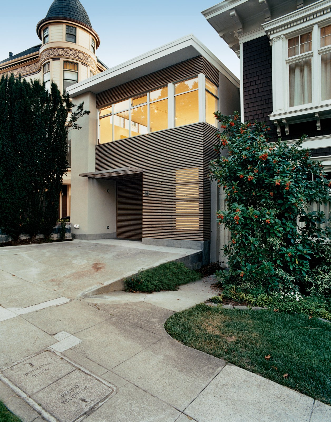 Exterior, House Building Type, Wood Siding Material, and Flat RoofLine The housees that circle San Francisco's Buena Vista Park run the gamut from wedding-cake Victorian to Scandinavian modern. Architect Cass Calder Smith aimed to create a façade that contextually relates to the adjacent ornate ones yet is purely modern.  Photo 3 of 9 in Standout in a Crowd