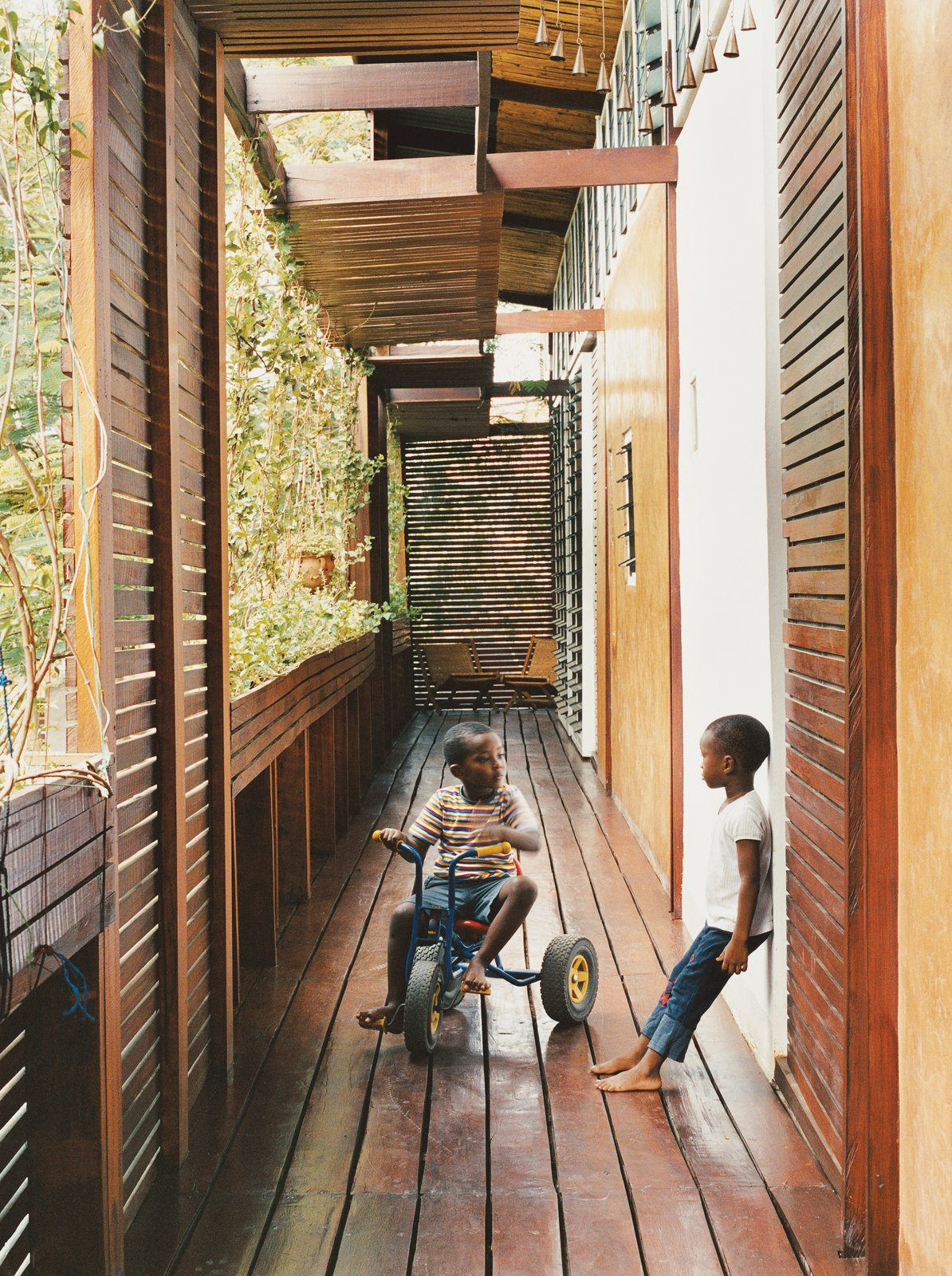 The wraparound balcony is a playground for four-year-old Kwaku; there he plays soccer, chases the family's four dogs, and hangs out with his friend and neighbor, Anita.  Photo 3 of 9 in An Inno-native Approach