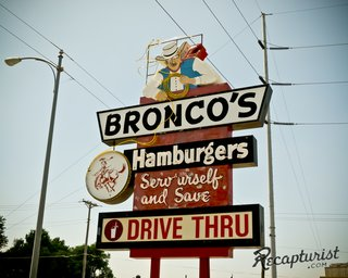 These Amazing Vintage Signs Are a Blast from America's Past - Photo 6 of 9 -