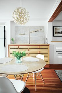 A Coral pendant lamp by David Trubridge hangs in the dining area.