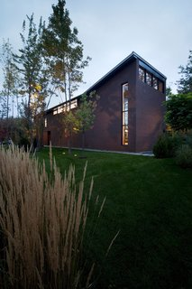 Near Montreal, a House Connects With Its Surroundings - Photo 2 of 7 -