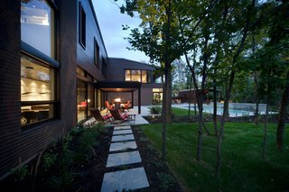 Near Montreal, a House Connects With Its Surroundings - Photo 6 of 7 -