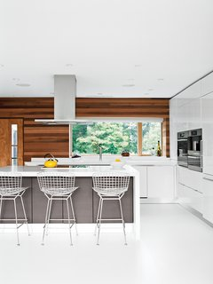 Bertoia Barstools break up the minimalism of this Scavolini Scenery kitchen in the home of architect Jeff Jordan.