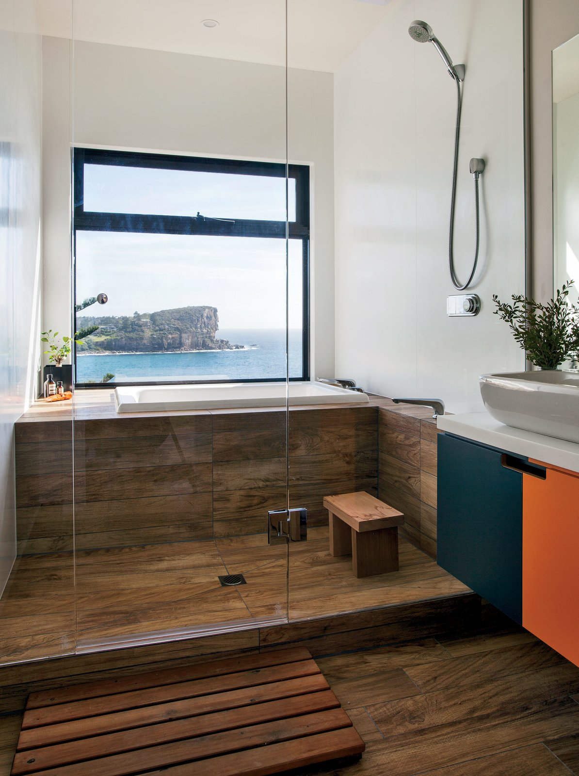 Photo 31 of 40 in 40 Modern Bathtubs That Soak In the View from Lake ...