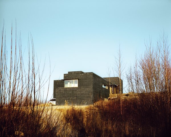Buser and Chapoton blackened the exterior cladding themselves.