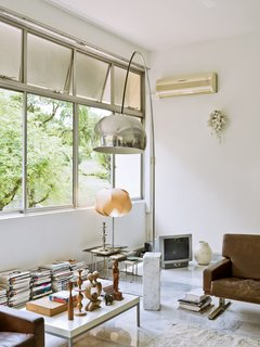 """Every house we looked at had curtains over all the windows,"" De Waart says. ""Our first real estate agent thought it was strange that I wanted to remove them, but Dutch people like to have very open spaces."""