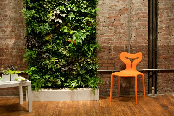 Plant Wall Design created a custom, self-sustaining vertical green wall for the show.