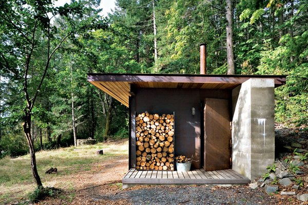 The cozy cabin was crafted by Olson Sundberg Kundig Allen Architects.