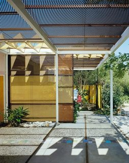 "The landscape designer Garrett Eckbo created this garden in his backyard at the behest of the Aluminum Company of America (ALCOA). Eckbo used large quanitites of aluminum—in screens, trellises, and a centerpiece fountain—and ALCOA's advertising agency used photos of the ""ALCOA Forecast Garden"" to promote peacetime uses for the material. Photo courtesy of the Julius Sherman Photography Archive, Getty Research Institute, Los Angeles."