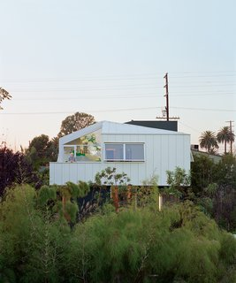 To get this shot of the Grunbaum Residence, Mok had to return the following day so she could access the neighbors roof.