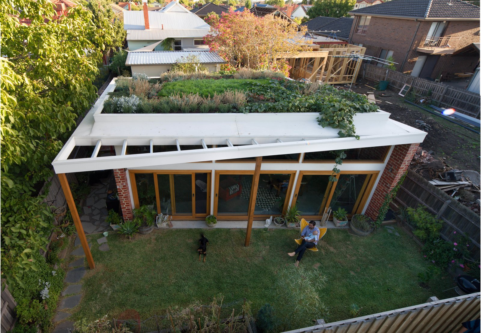 an australian architect u0026 39 s simple brick house with impressive green roof