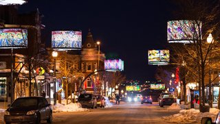 An LED Light Display Takes Over an Avenue in Quebec City - Photo 4 of 6 -
