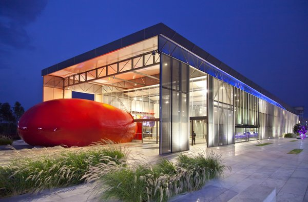 The building wraps around a red core—the auditorium—covered in glass fiber.  Photo 9 of 21 in I Love Modern Architecture