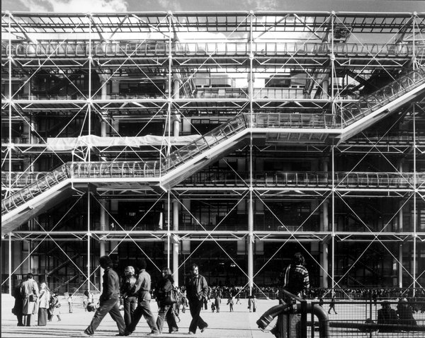 New Exhibition: The Brits Who Built the Modern World - Photo 2 of 6 - The Pompidou Center in 1977. Image copyright Martin Charles, courtesy of the Royal Institute of British Architects.