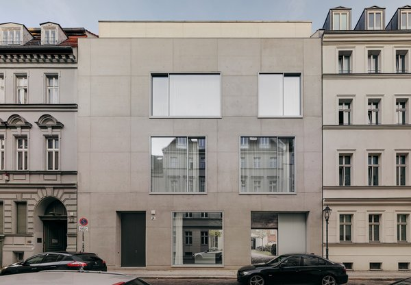 Naturally, architect David Chipperfield's Berlin home is as restrained as the commissions that have made him world renowned. Photo by Simon Menges.  Photo 4 of 10 in 7 Modern Architects at Home