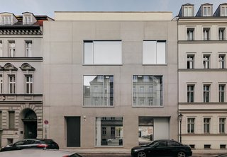 7 Modern Architects at Home - Photo 3 of 9 - Naturally, architect David Chipperfield's Berlin home is as restrained as the commissions that have made him world renowned.