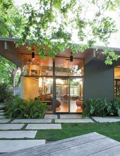 Creative Landscape Design for a Renovated Eichler in California - Photo 1 of 9 -