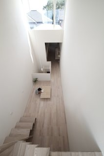 Minimal Home on a Narrow Plot in Japan - Photo 4 of 7 -