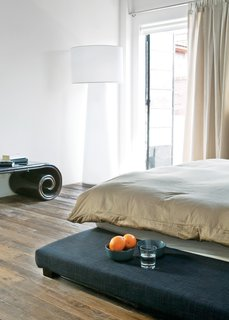A Progetto Oggetto lamp by Marcel Wanders occupies a corner in the bedroom.