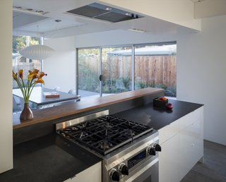 A Renovated Eichler Home in San Rafael, California - Photo 4 of 9 -