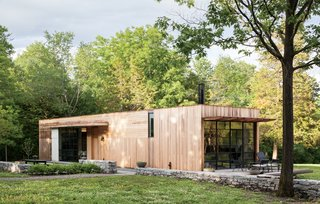 In realizing their dream to build a country retreat in upstate New York, Sandy Chilewich and Joe Sultan—proprietors of the textiles firm Chilewich|Sultan—eschewed a mountainous view for an understated wooded plot. At 800 square feet, the flat-roofed home is a modest structure for the expansive 10-acre property.